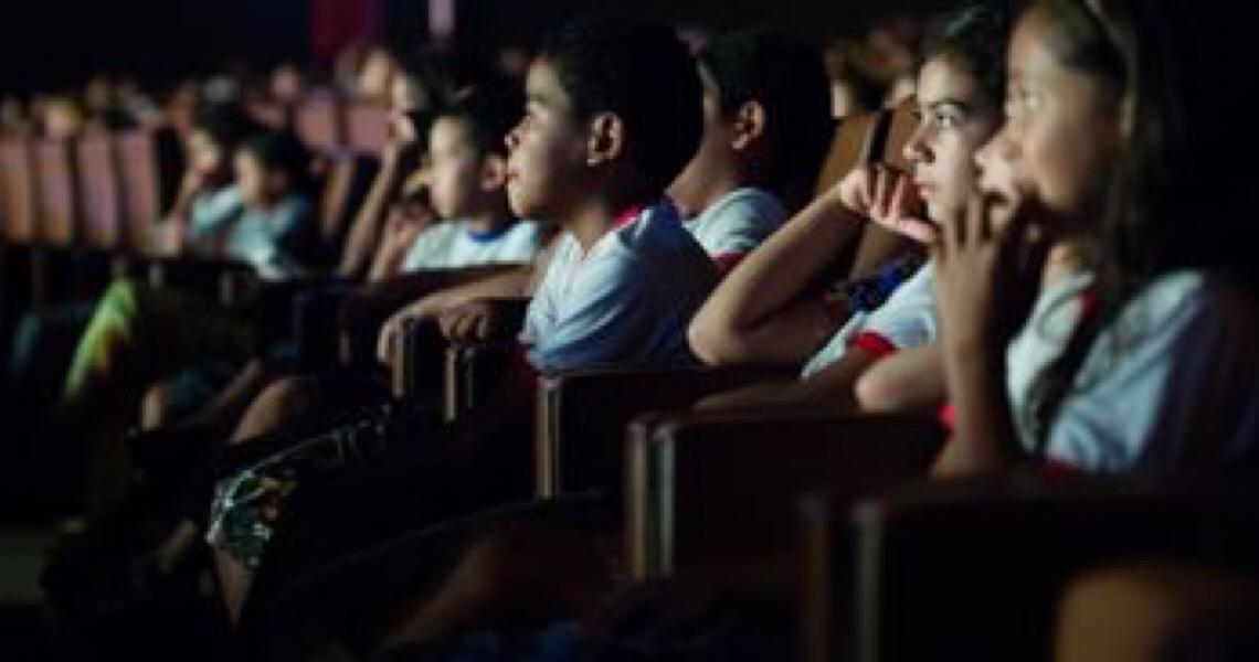 Projeto leva estudantes da rede pública do DF ao cinema