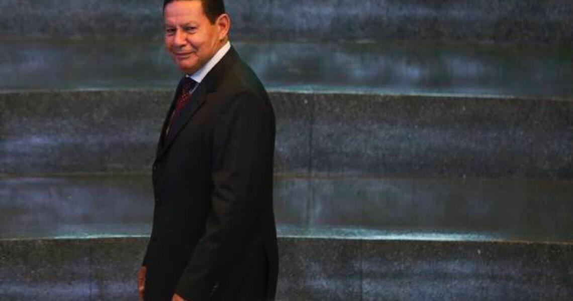 'Aqui não existe governo totalitário', diz Hamilton Mourão