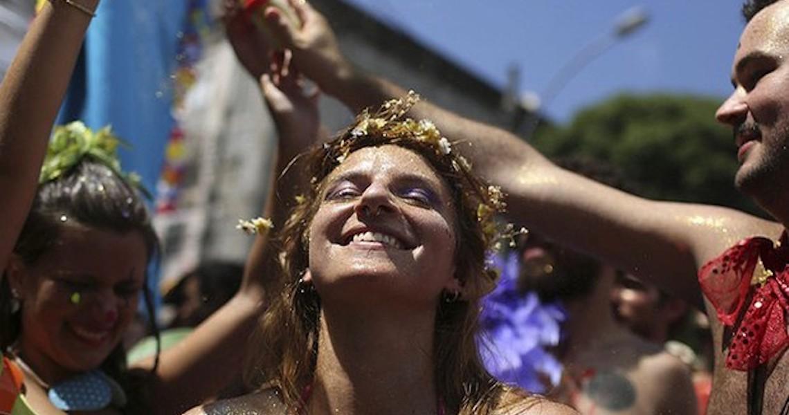 Passagens aéreas estão até 250% mais caras para o carnaval, mostra levantamento