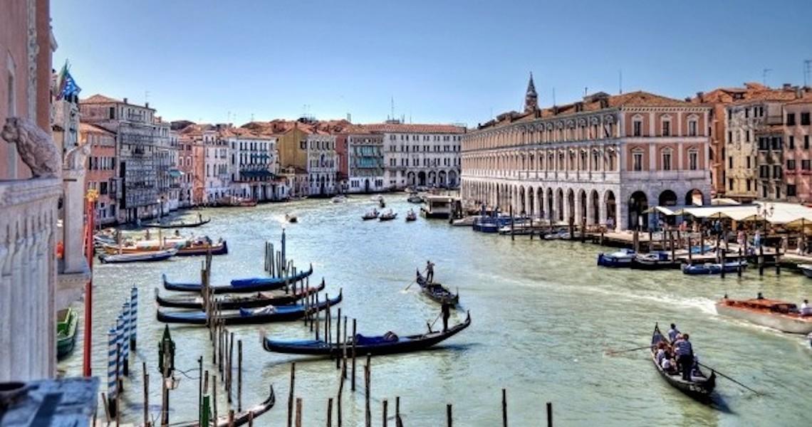 Carnaval de Veneza proíbe confete e serpentinas de plástico