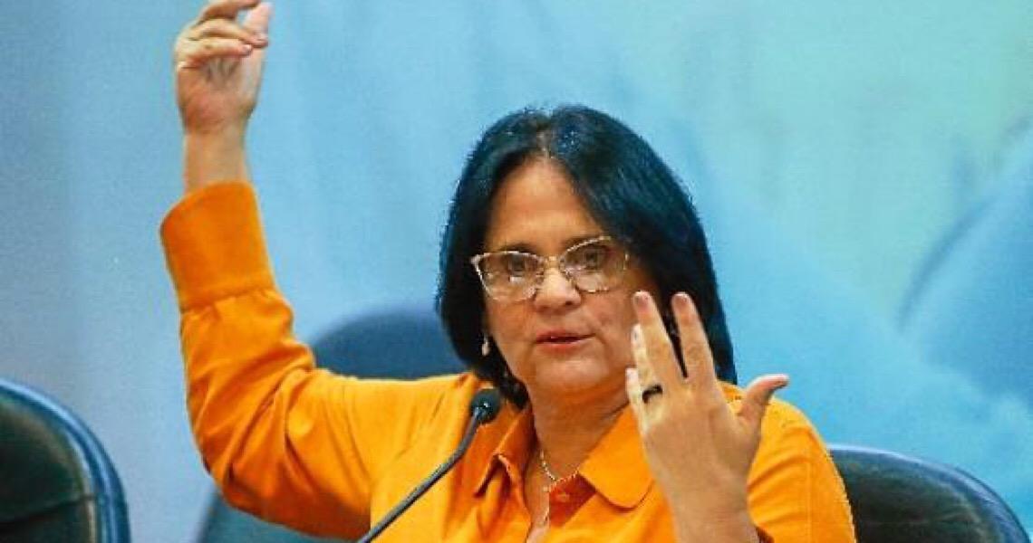 Jair Bolsonaro defende campanha e Damares