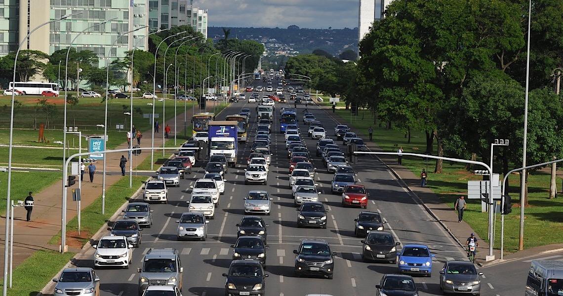 Detran adia data de vencimento da taxa de licenciamento de veículos no Distrito Federal