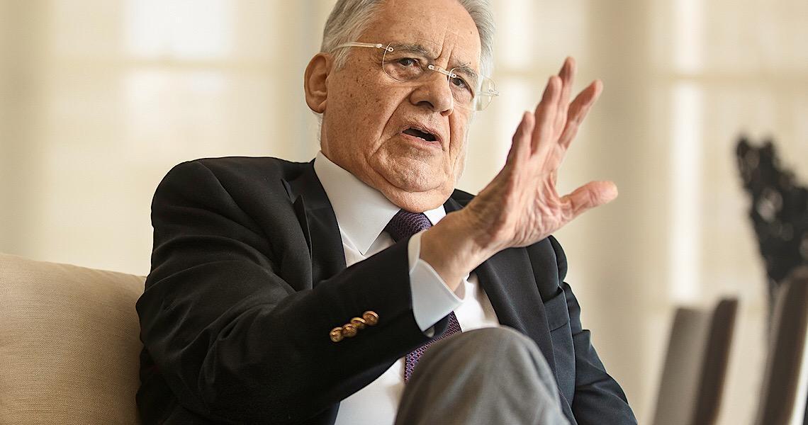 """""""Quem tem função presidencial tem de se comportar como tal"""", diz FHC sobre Bolsonaro"""