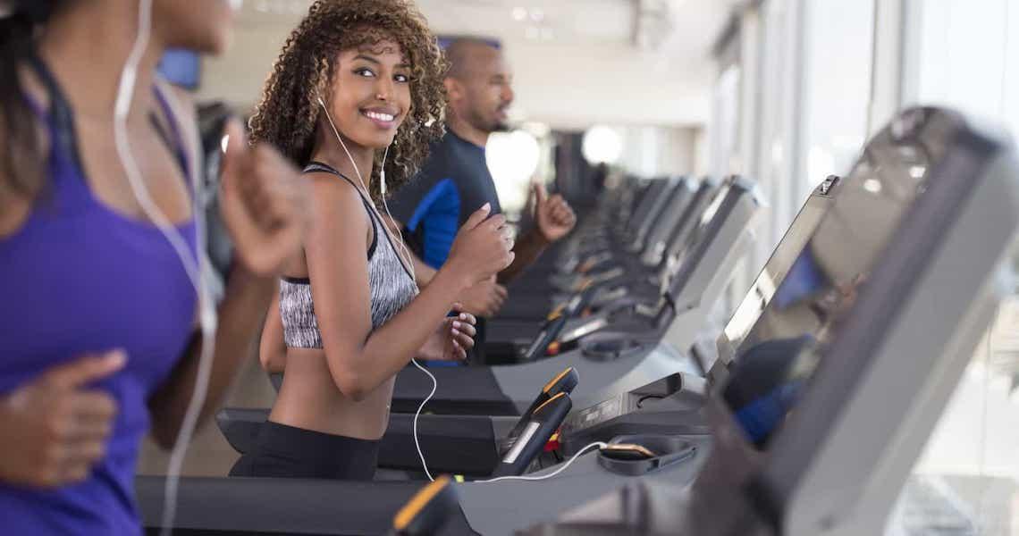 Correr na esteira (e não ao ar livre) funciona?