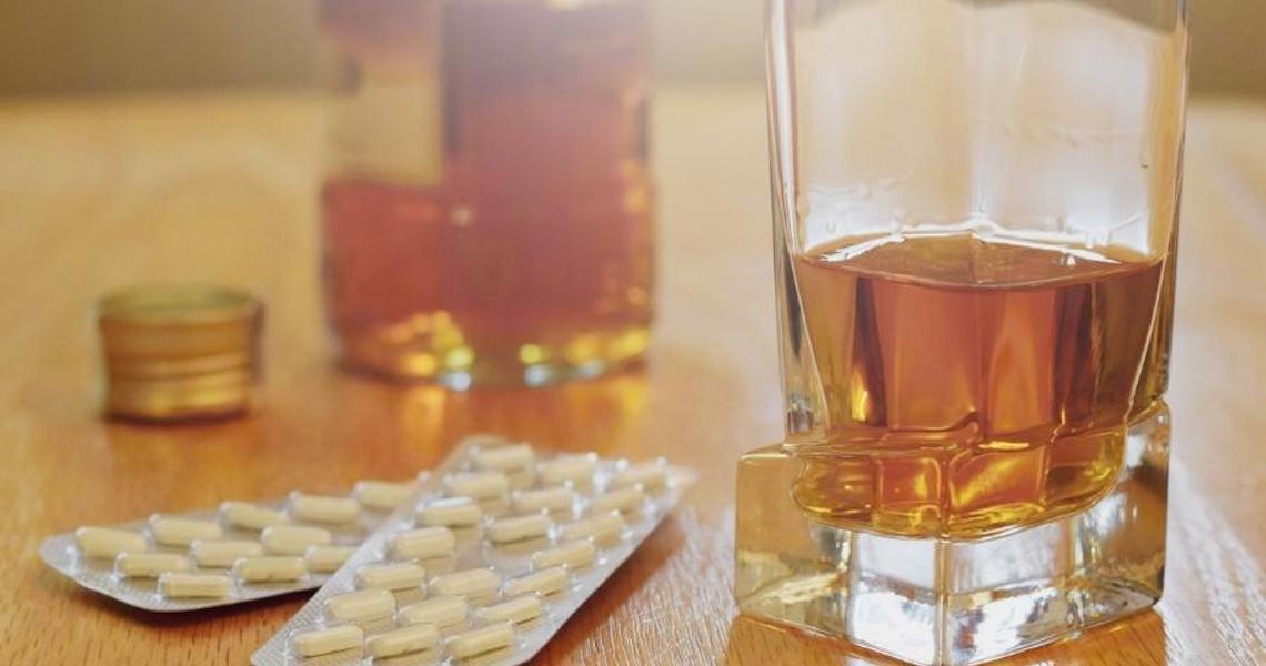 Mistura remédio com álcool? Veja o que combinação pode causar no organismo