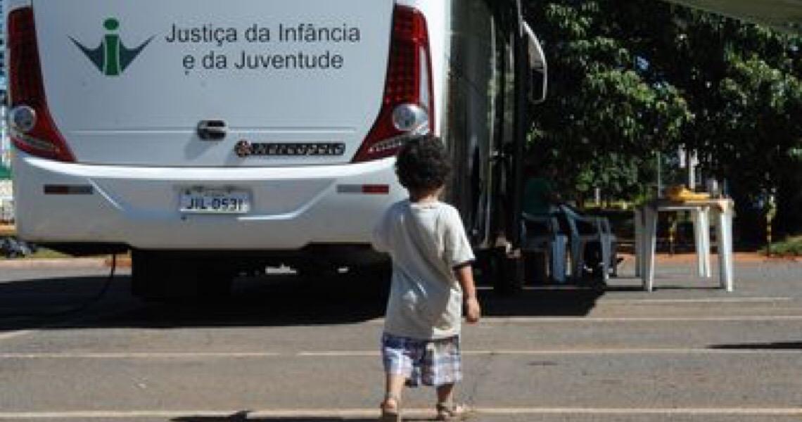 Como é o processo de adoção no Brasil. 4,9 mil crianças e adolescentes esperam por adoção