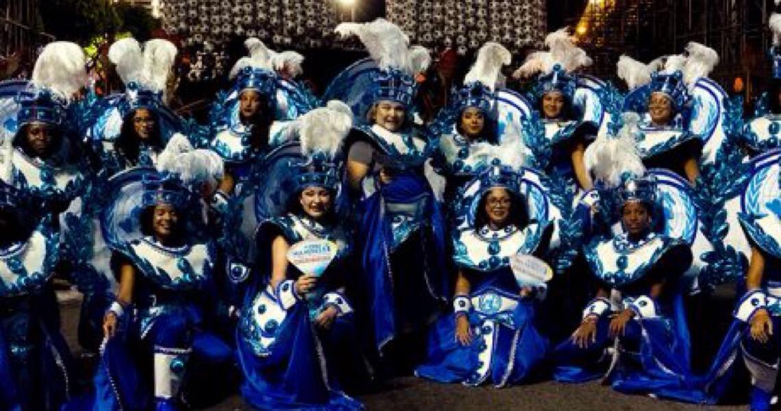 Jogadora Marta e meninas do 'Uma vitória leva à outra' celebram empoderamento no Carnaval do Rio