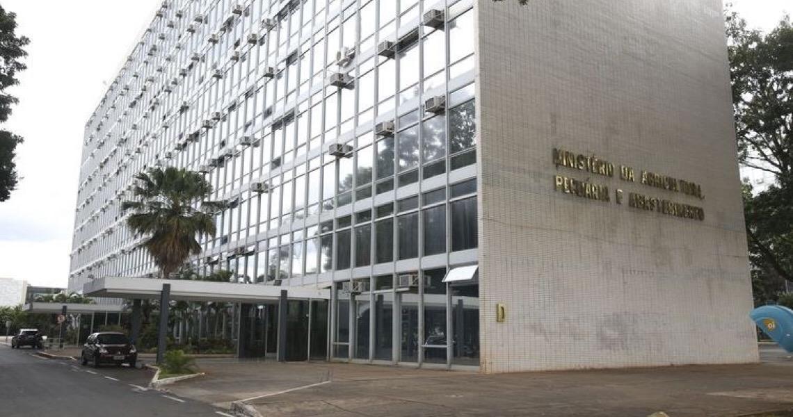 Ministério fecha empresa que produzia defensivos e fertilizantes irregularmente