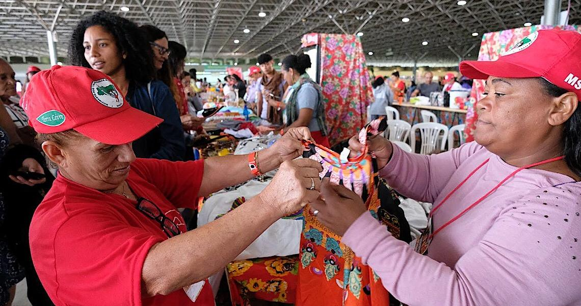 Entre cores e sabores, mulheres do MST expõem produtos da reforma agrária em Brasília