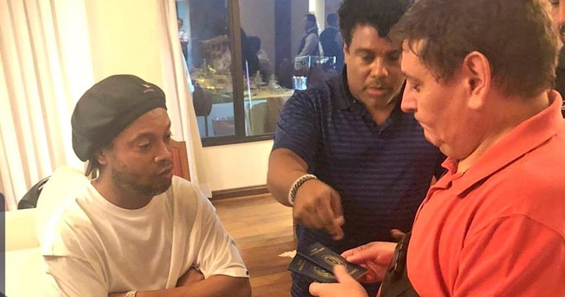 Da recepção de ídolo no aeroporto à prisão: veja a cronologia de Ronaldinho Gaúcho no Paraguai