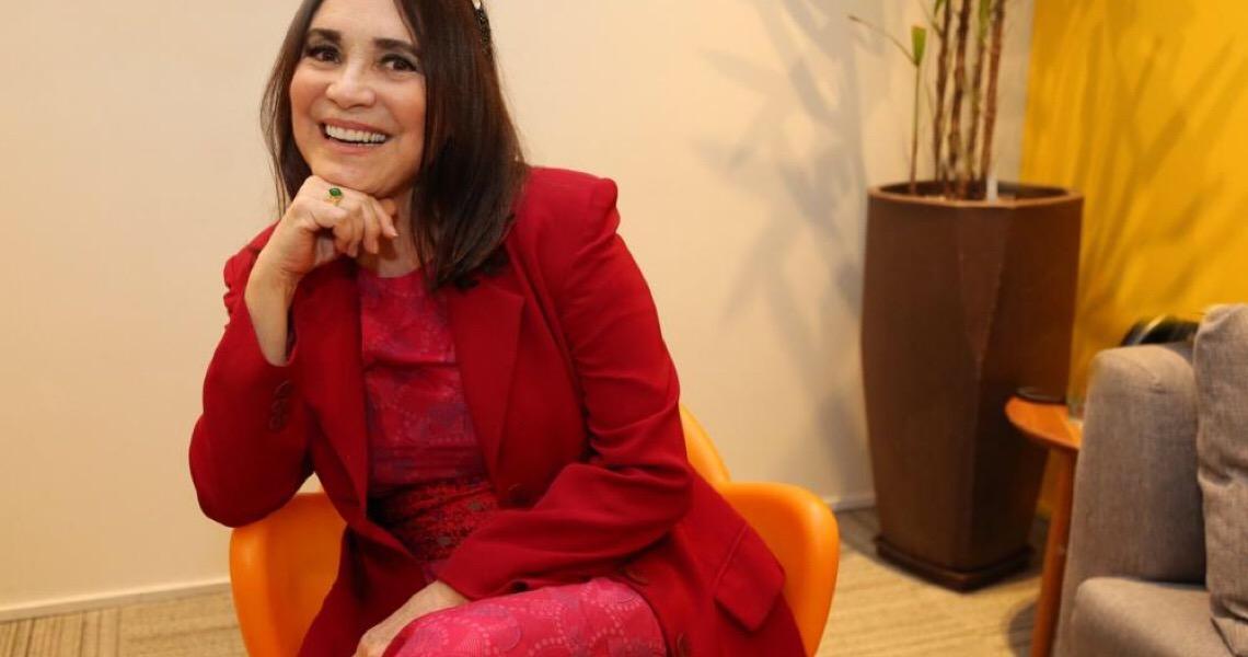 Regina Duarte está sendo achincalhada por seu subordinado, Sérgio Camargo