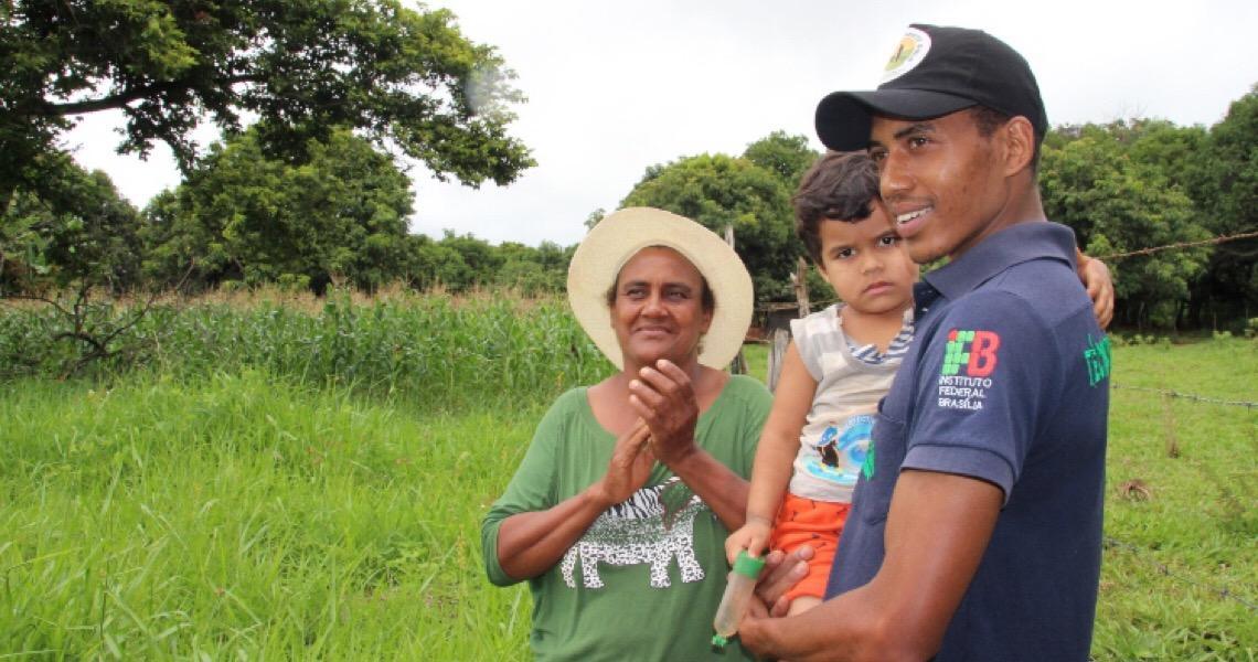 Emater-DF incentiva filho de produtor a investir no campo