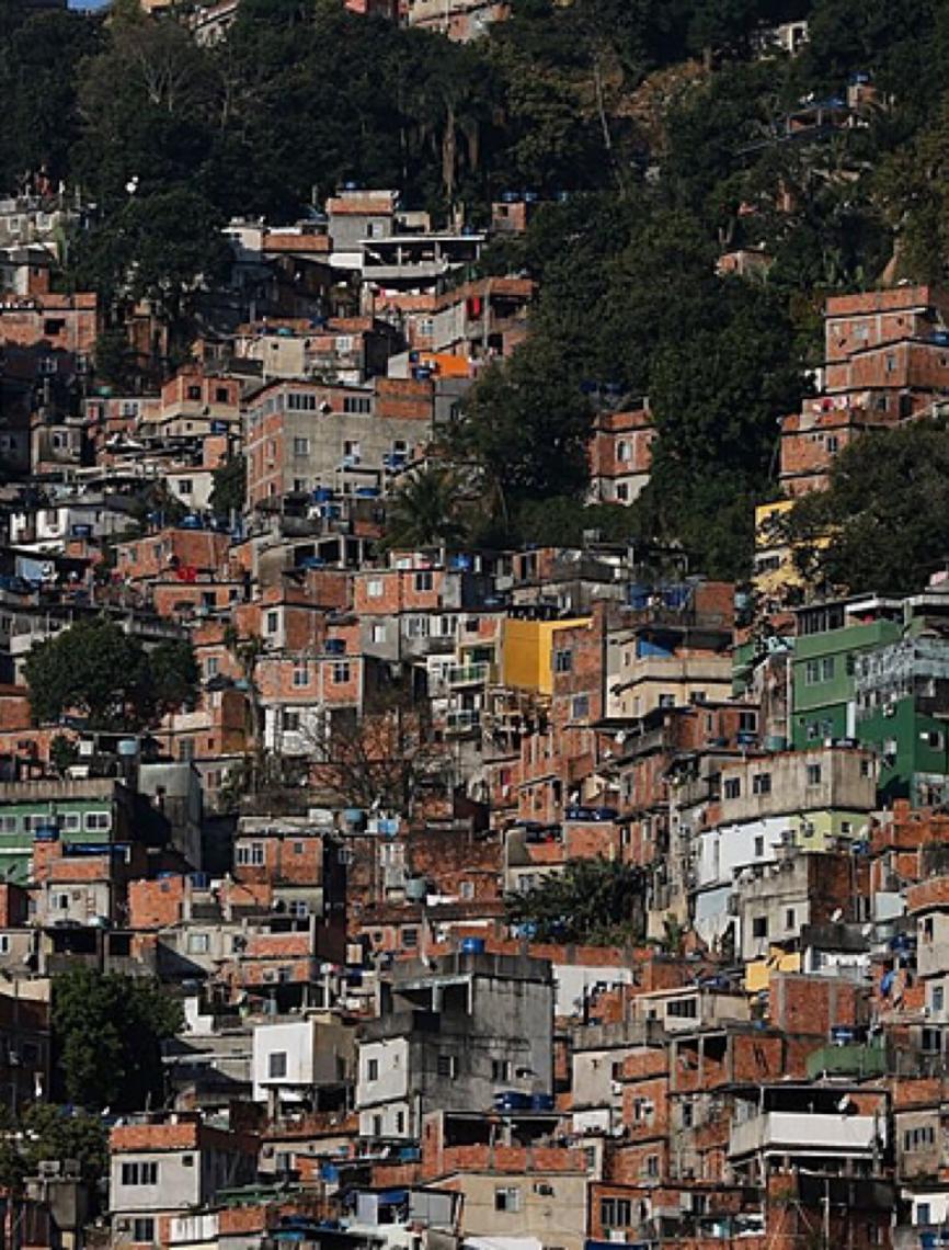 Favelas do Rio sofrem com falta d'água e população fica mais vulnerável a coronavírus