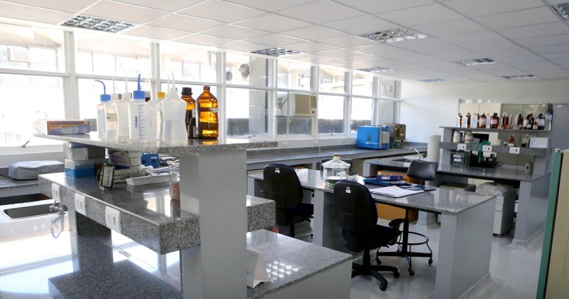 Laboratório da rede pública do DF passa a funcionar 24 horas para agilizar exames de coronavírus