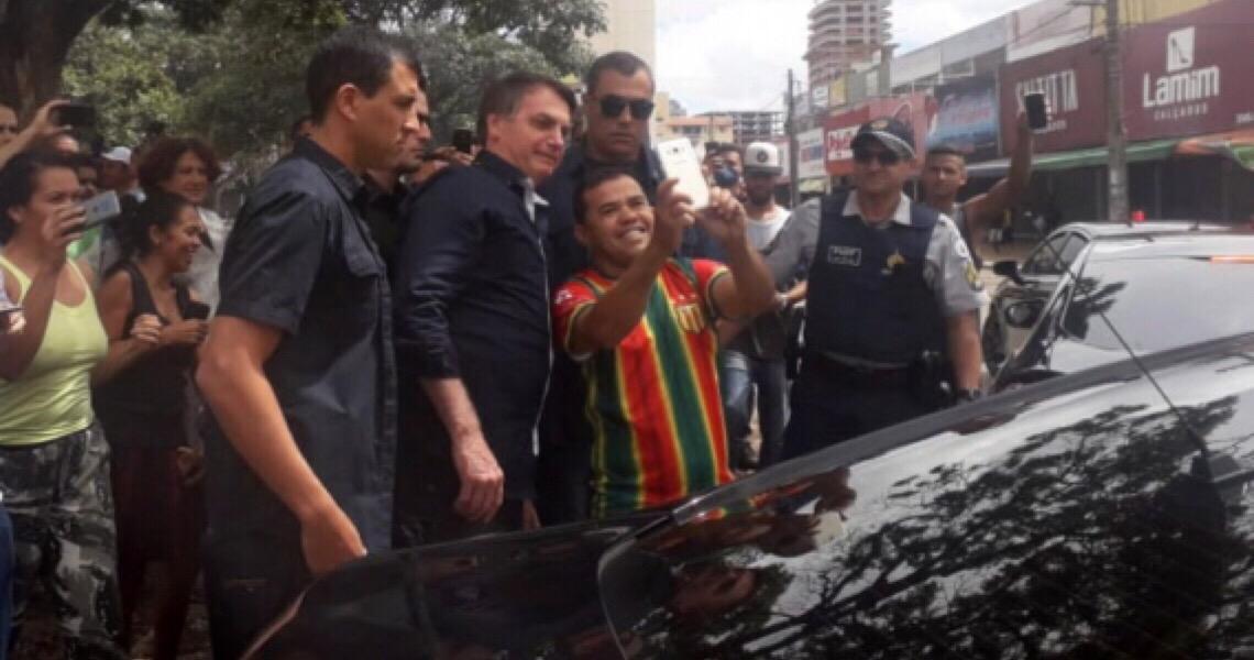 Twitter deleta duas publicações de Bolsonaro visitando comércio em Brasília