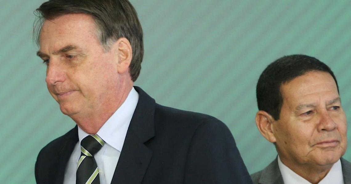 """""""Se mudar o presidente, resolve?"""", questiona Bolsonaro ao reclamar por ser alvo de críticas"""