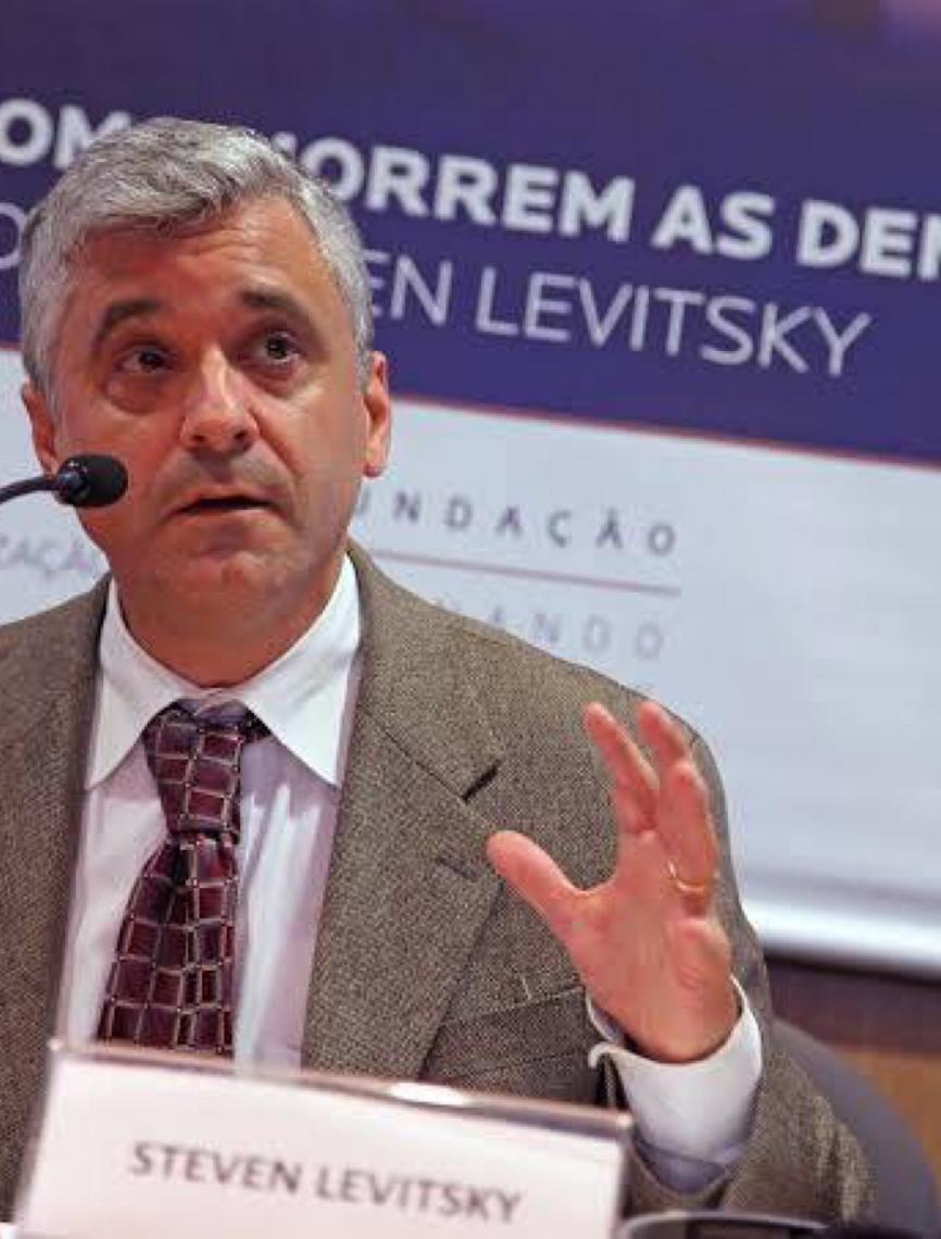 """Autor de """"Como as democracias morrem"""" se diz assombrado com ações de Bolsonaro"""