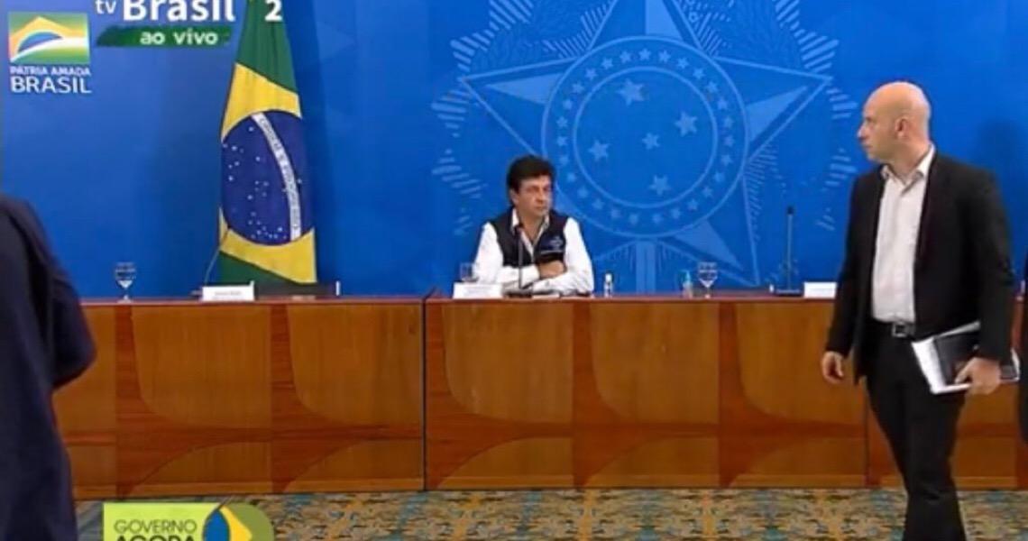 'Há quem trabalha com critérios políticos', diz Mandetta após ser excluído de reunião com Bolsonaro