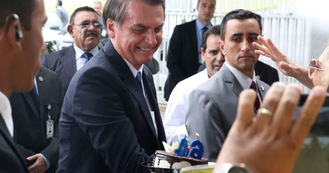 "Jair Bolsonaro defende praias abertas. ""Tá pensando que é ditadura?"""