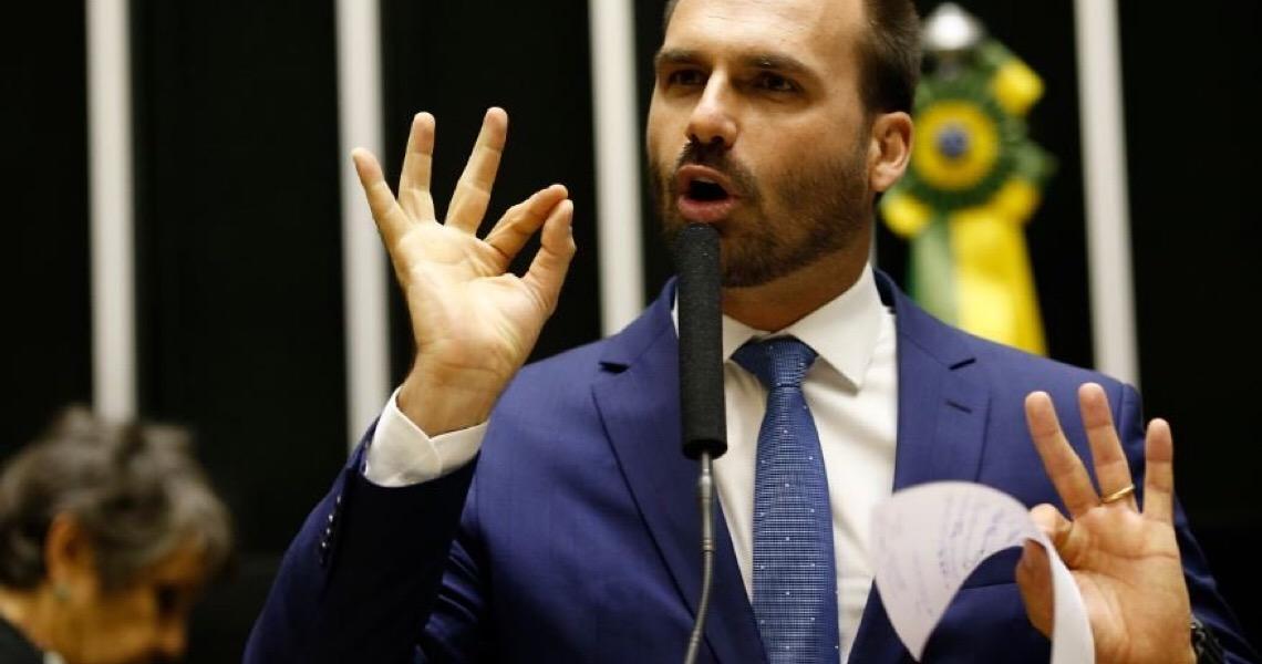 """Eduardo Bolsonaro critica taxação de grandes fortunas e Rodrigo Maia rebate: """"poderiam fazer mais"""""""