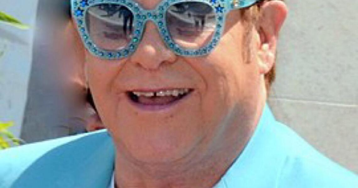 Show comandado por Elton John de casa arrecada 8 milhões de dólares para instituições dos EUA