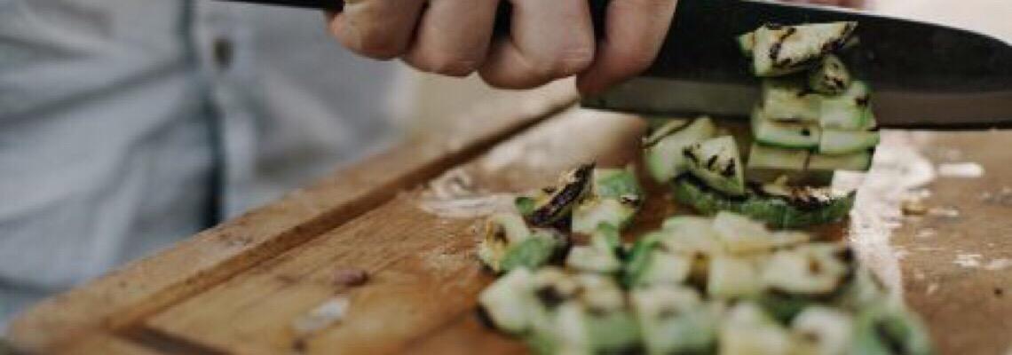 Como aproveitar os ingredientes na cozinha e reduzir o desperdício e as saídas de casa