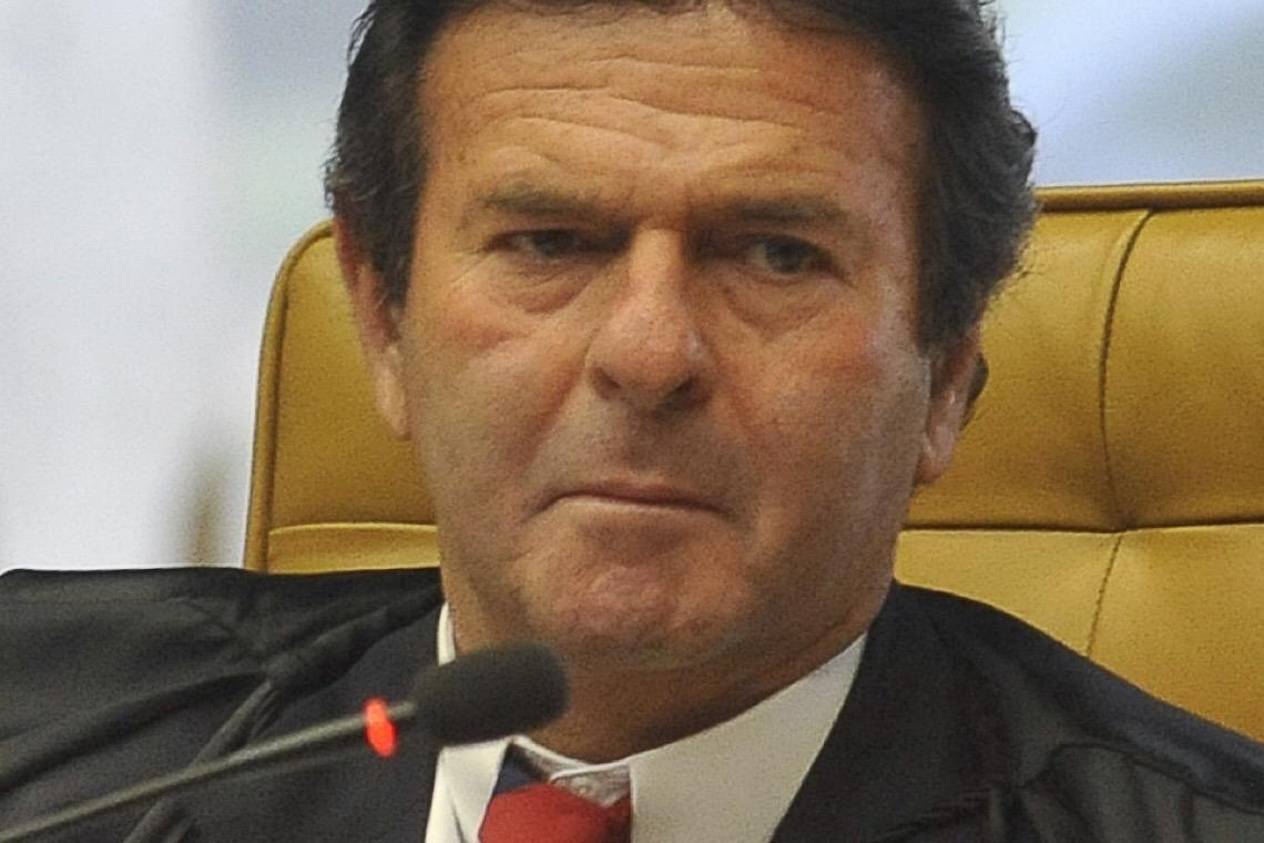 Fux envia à PGR notícia-crime contra Bolsonaro por notas fiscais frias