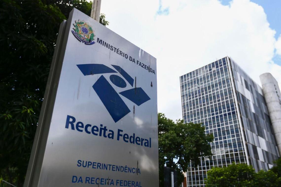 Bolsonaro pressiona Receita Federal a perdoar dívidas de igreja evangélica
