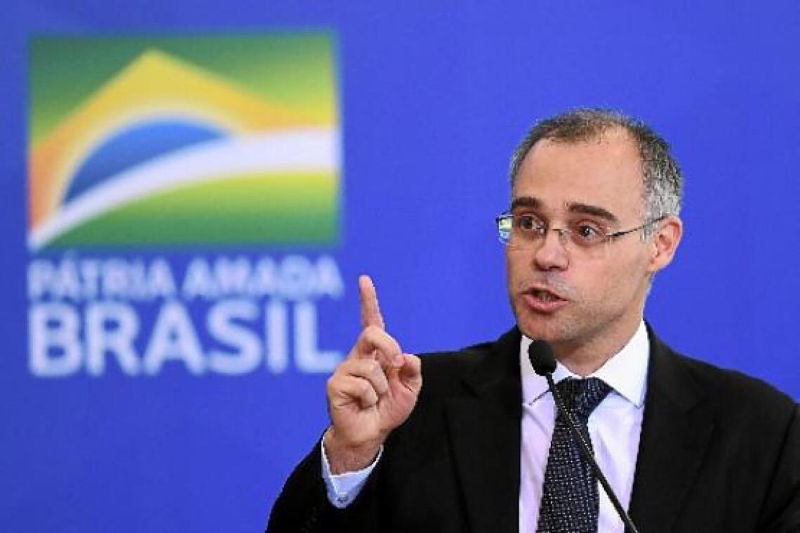 Deletando Moro. Para Bolsonaro, ex-juiz é candidato