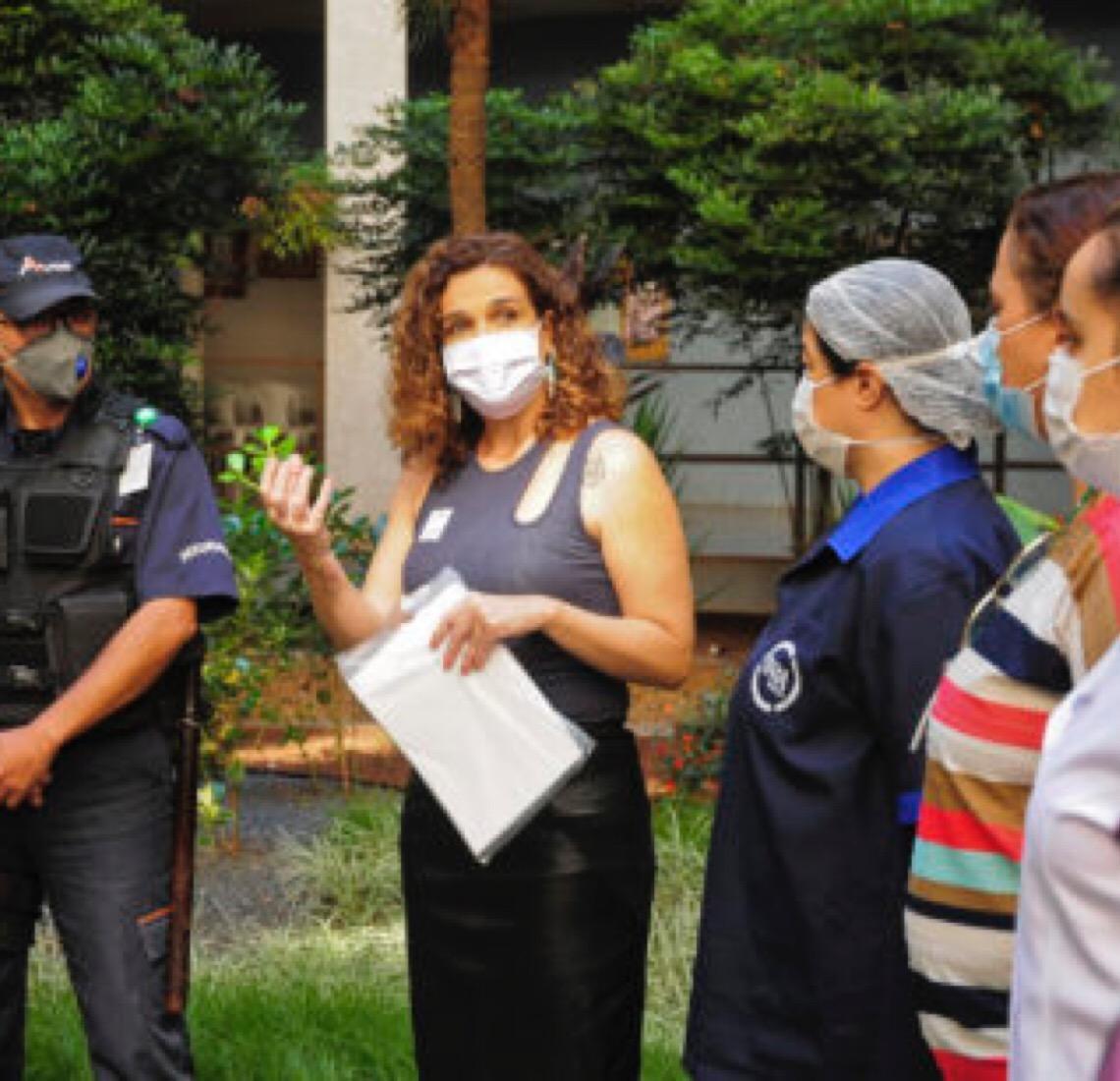 Cartas solidárias: As homenagens aos 'guerreiros da saúde'