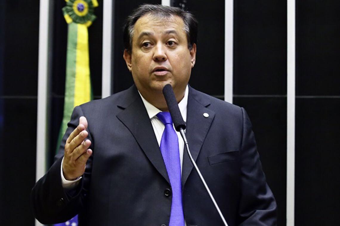 Deputado do Centrão que indicou cargo no governo Bolsonaro é alvo da PF por desvios em contrato de R$ 190 mi