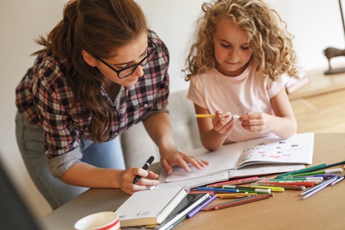 Dias das mães: mulheres que não medem esforços para educar seus filhos