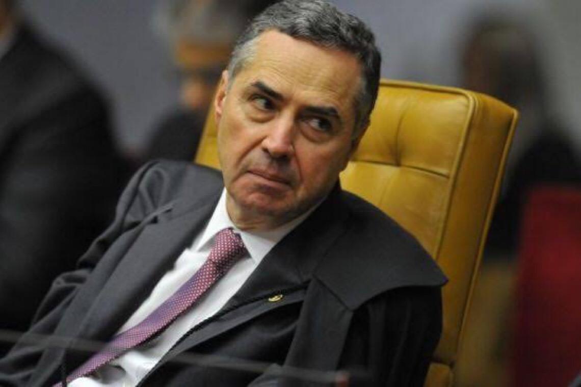 Pressão de Bolsonaro contra isolamento 'não fez diferença', diz Barroso