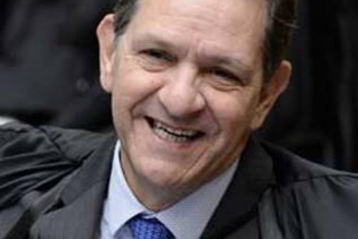 Advogado acusa presidente do STJ de prevaricação por ter antecipado decisão sobre exame de Bolsonaro