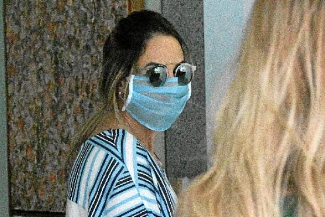 Mulher que hostilizou enfermeiros na Praça dos Três Poderes depõe em delegacia de Brasília