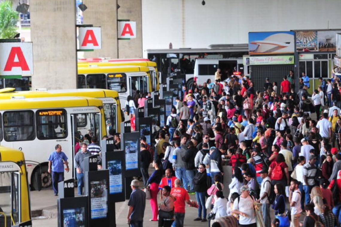 Transporte público no DF volta a operar com escala normal