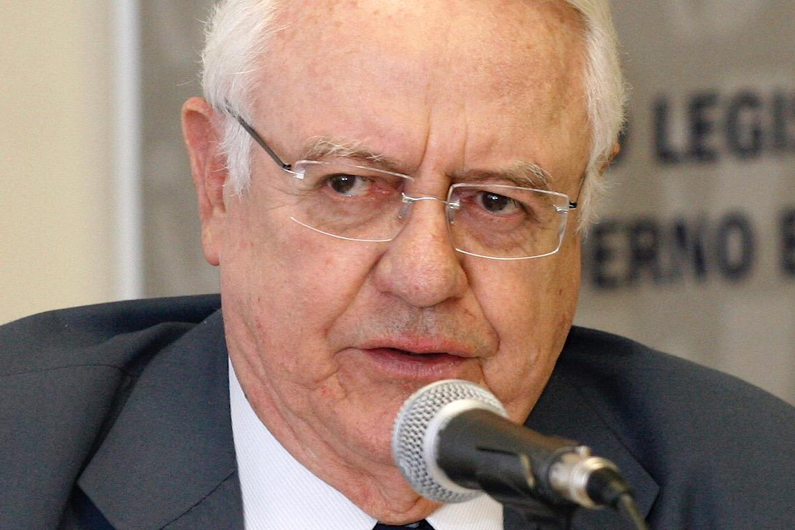 Carlos Velloso elogia atuação do decano do STF no inquérito sobre Bolsonaro