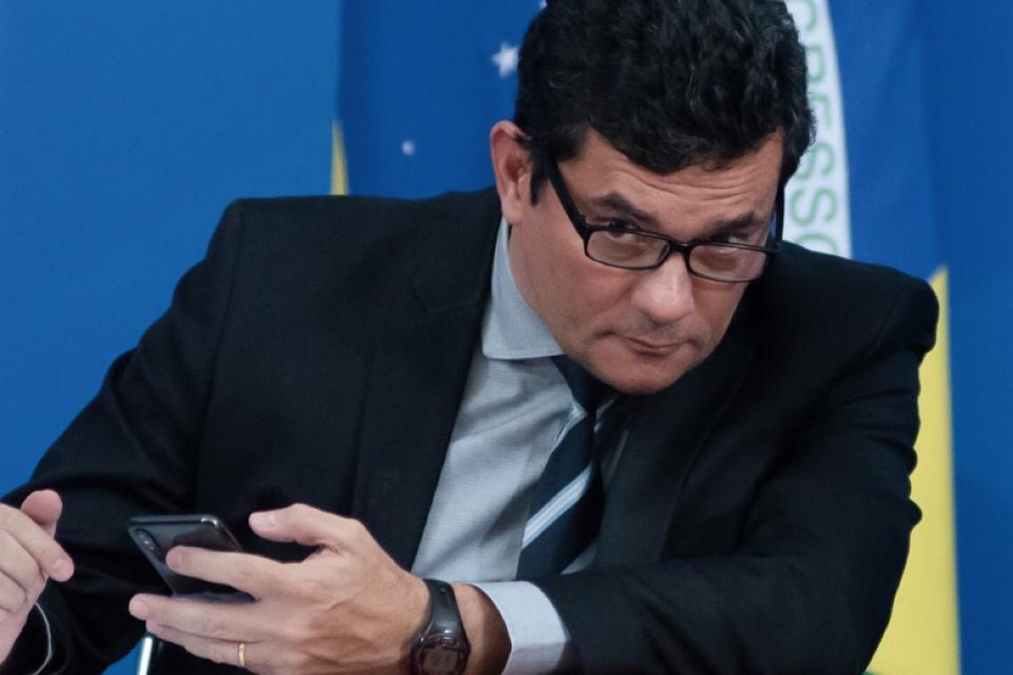 """Em reunião, Bolsonaro diz, olhando para Moro: """"Vou interferir. Ponto final"""""""