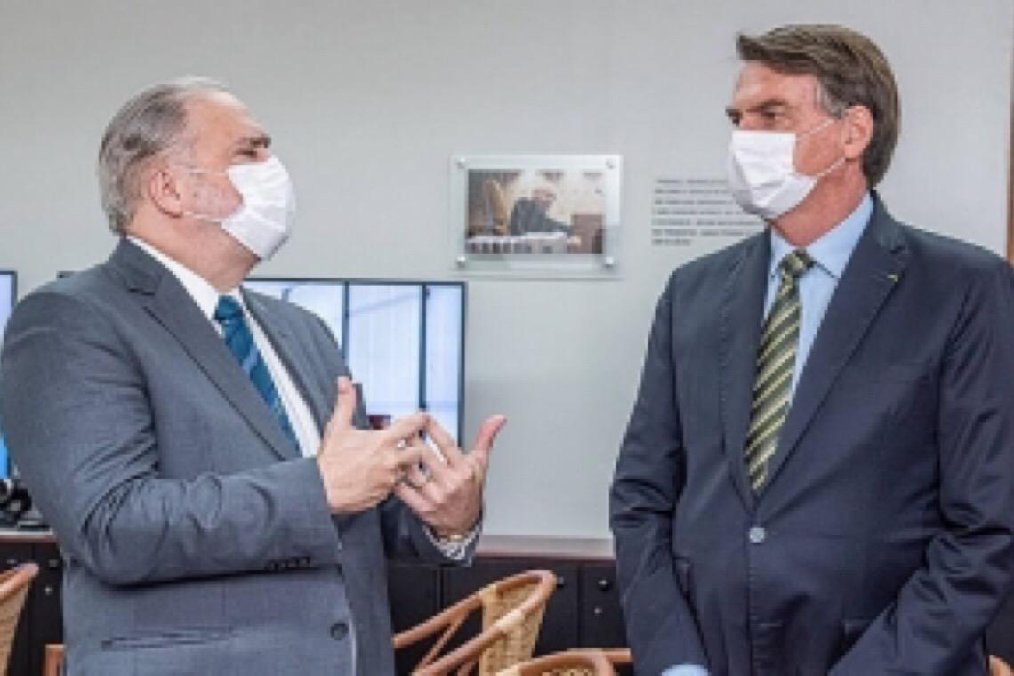 Mais de 500 procuradores pedem independência enquanto Bolsonaro corteja Aras