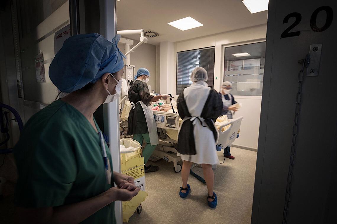 Brasil registra 956 mortes por Covid-19 em 24 horas e ultrapassa França em total de óbitos