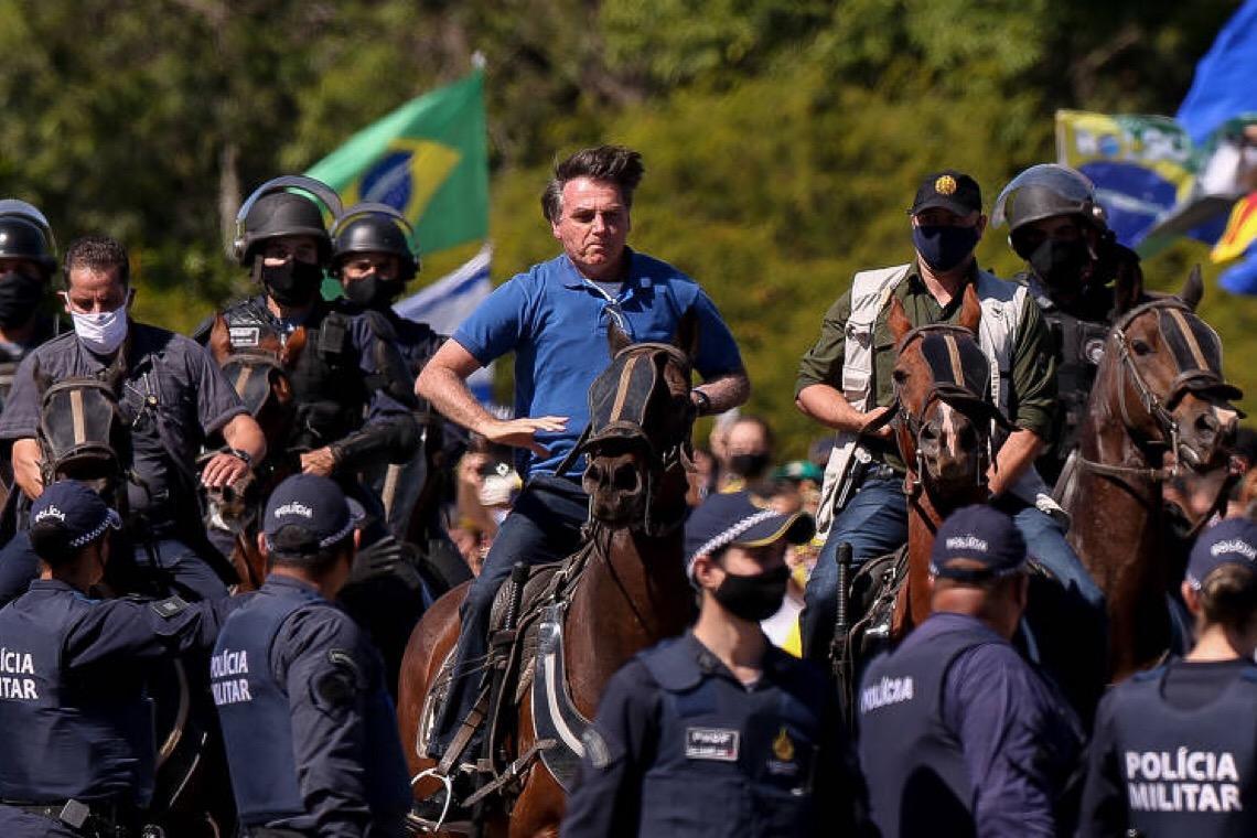 Sem condições de defesa, Jair Bolsonaro busca criar um impasse com o Supremo