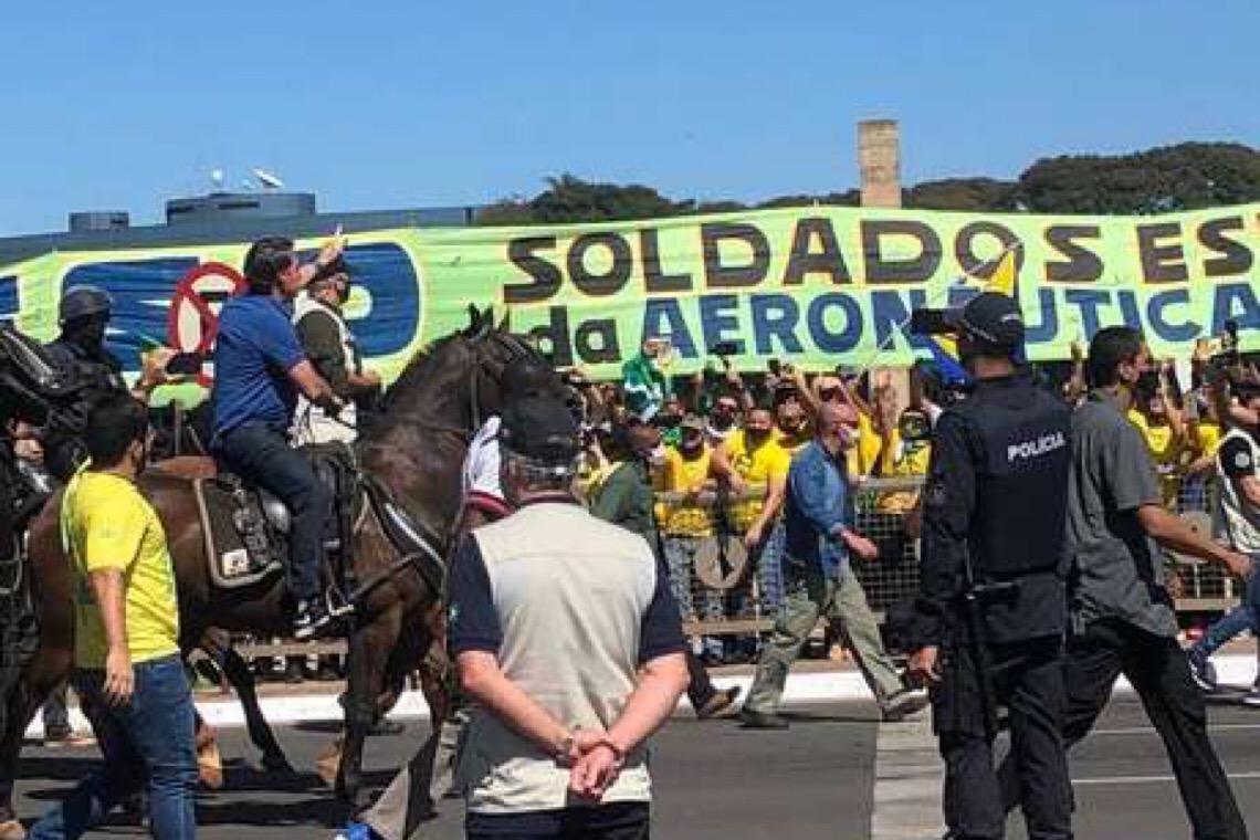 Bolsonarismo está mais radical, diz estudioso de neofascismo