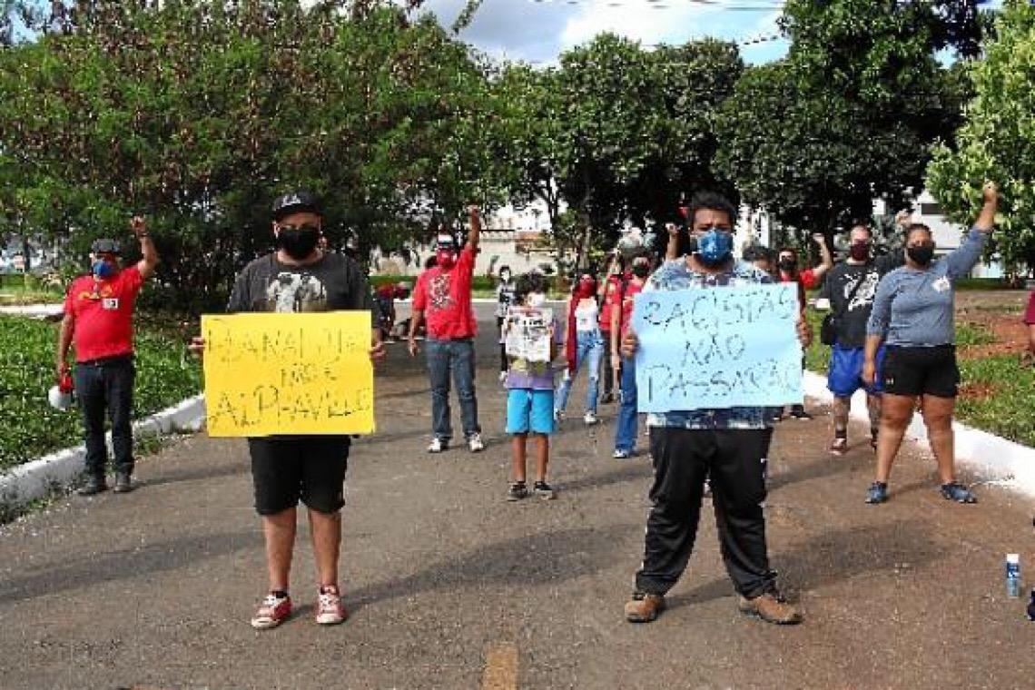 Indignação em Planaltina. Manifestantes protestam contra o racismo e em defesa da democracia