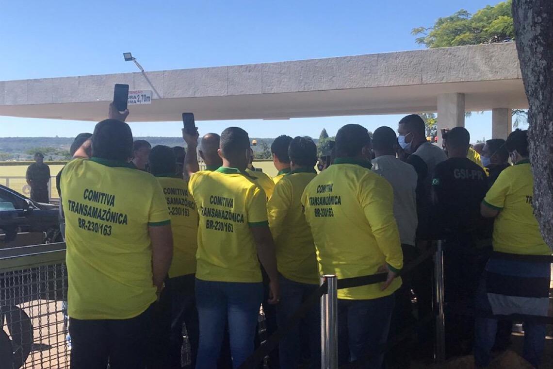 Bolsonaro critica índios, ONGs e demarcação de terras na Amazônia