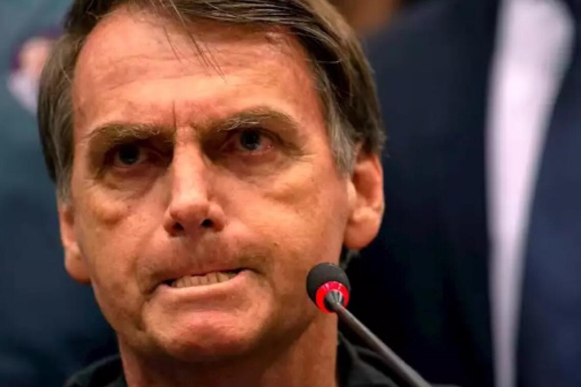 Após críticas, Bolsonaro revoga decreto que permitia que Exército tivesse aviões