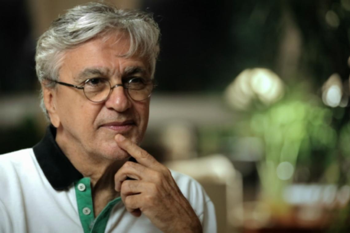 Maior problema do guru Olavo de Carvalho é pagar R$ 2,8 milhões a Caetano Veloso