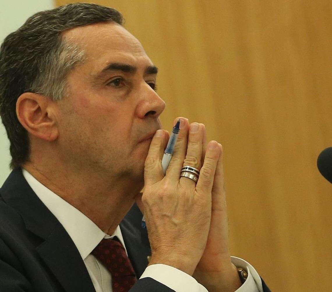 """""""Quem recebe dinheiro para fazer campanha de ódio é criminoso"""", diz Barroso"""