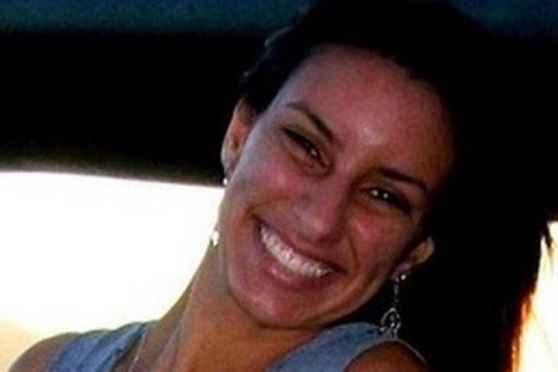 Filha de Queiroz diz sentir falta 'de sorrir e até de brigar' com o pai