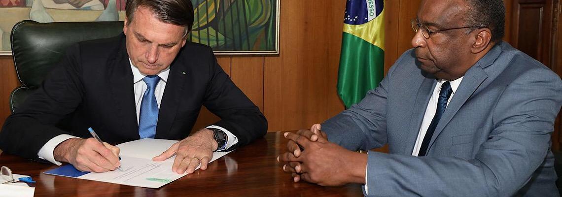 Jair Bolsonaro aceita pedido de demissão de Decotelli