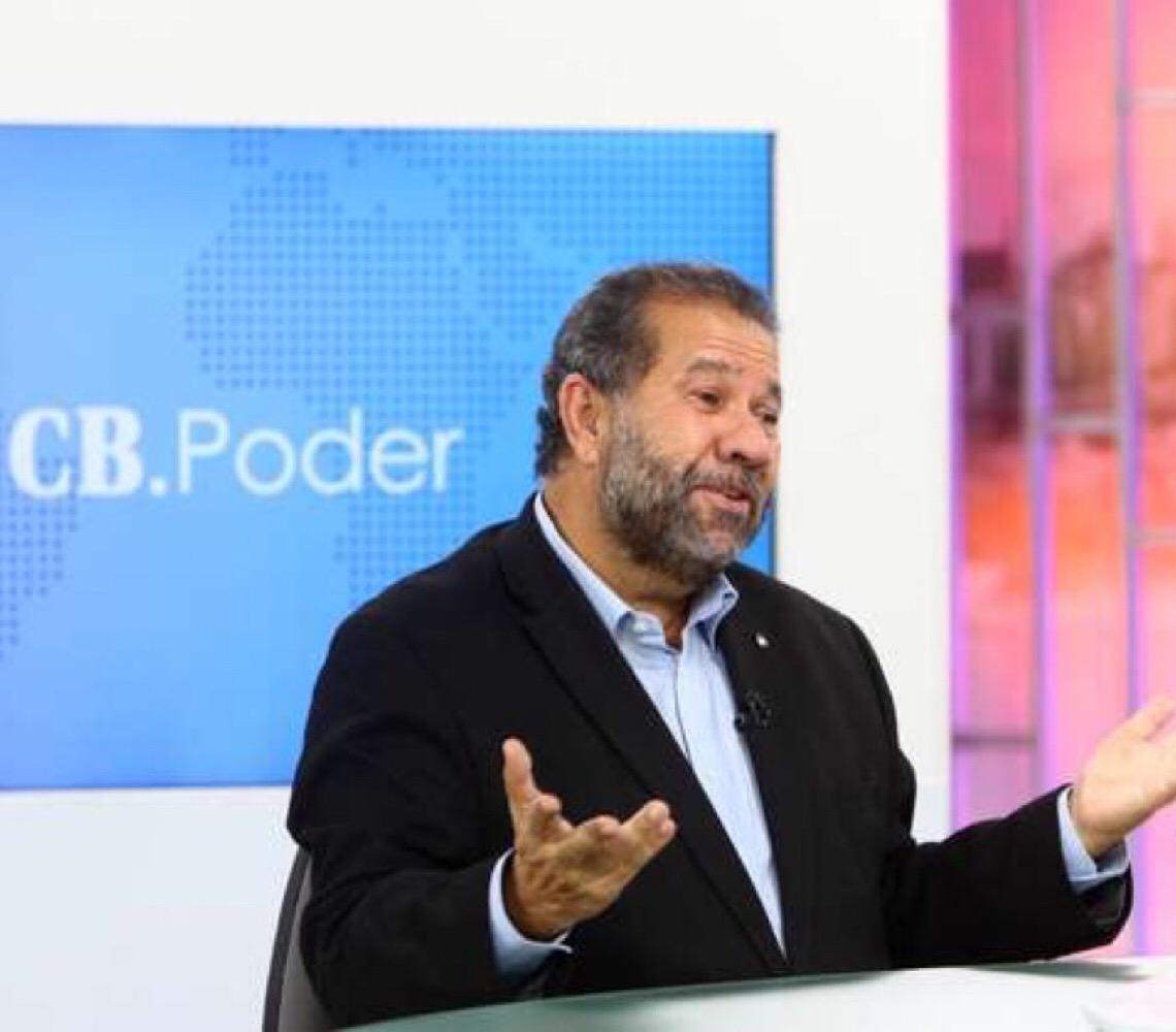 Carlos Lupi: 'Se investigar família Bolsonaro, não sobra pedra sobre pedra'
